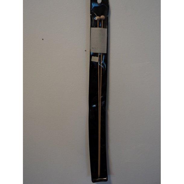 Bambusstrikkepinde nr. 2. To stk. 33 cm. SÅ LÆNGE LAGER HAVES!